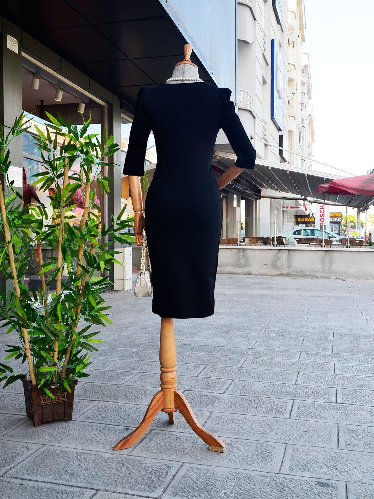 Kare Yakalı Elbise